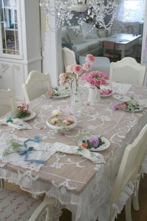 Shabby chic dining restored to be adored for Table de noel shabby chic